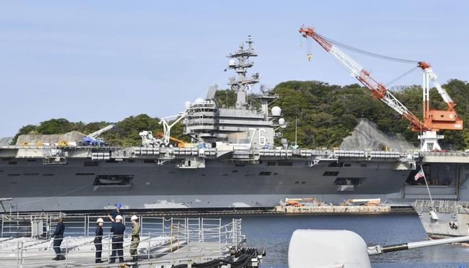 Phát hiện ca nhiễm Covid-19, tàu sân bay Mỹ bị phong tỏa tại căn cứ Nhật Bản - Ảnh 1.