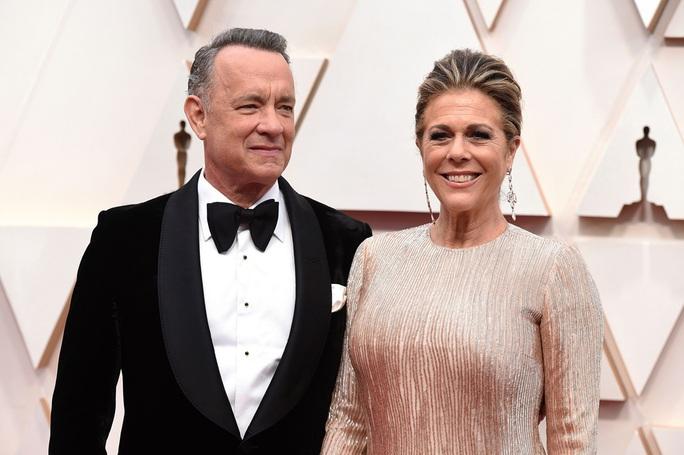 Vợ chồng Tom Hanks về Mỹ sau khi chiến thắng Covid-19 - Ảnh 6.
