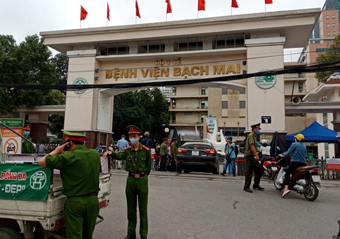 Gần 1.900 người Thanh Hóa tới BV Bạch Mai khám chữa bệnh - Ảnh 1.