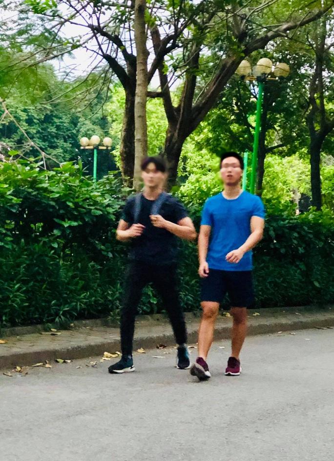 Nhiều người tập thể dục Hà Nội vẫn không đeo khẩu trang nơi công cộng - Ảnh 6.