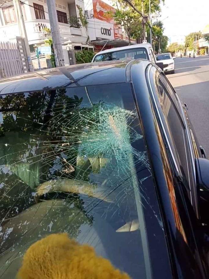 Hàng loạt ôtô ở Vũng Tàu bị ném đá, đập vỡ kính - Ảnh 3.