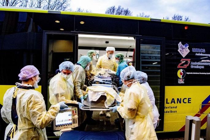 Hà Lan thu hồi 600.000 khẩu trang kém chất lượng nhập từ Trung Quốc - Ảnh 1.