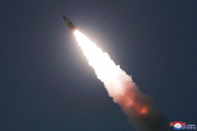 Nhật Bản: Triều Tiên lại phóng tên lửa đạn đạo - Ảnh 1.
