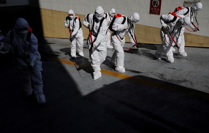 Số ca nhiễm vượt 4.800, Hàn Quốc tuyên chiến với Covid-19 - Ảnh 1.