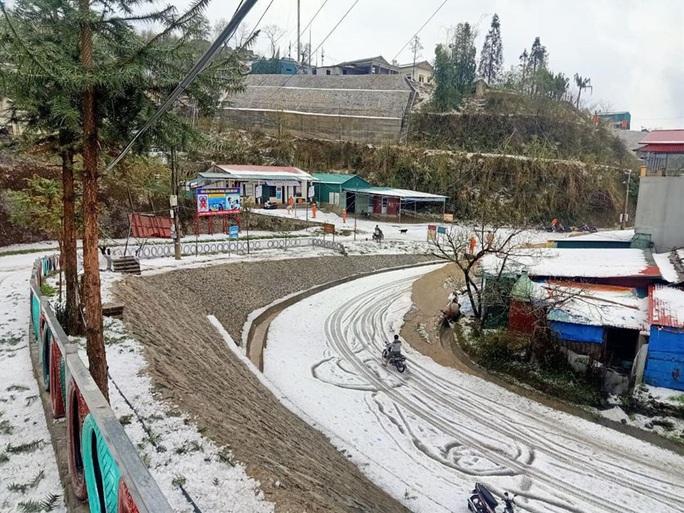 Mưa đá rơi trắng trời, trắng đất ở Lai Châu - Ảnh 11.