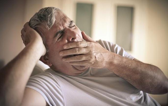 Ngáp vặt buổi sáng dự báo hàng loạt nguy cơ - Ảnh 1.