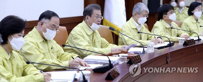 Số ca nhiễm vượt 4.800, Hàn Quốc tuyên chiến với Covid-19 - Ảnh 2.