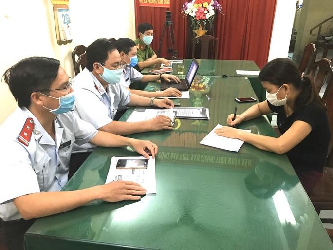 Bị phạt vì hoang tin 5 máy bay phun chất khử trùng toàn TP Huế - Ảnh 1.