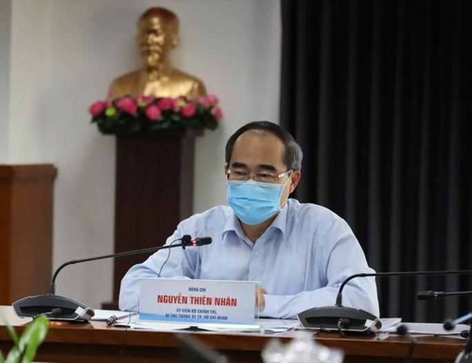 Bí thư Thành ủy TP HCM: Mọi người chịu thiệt về thu nhập để TP được bình yên - Ảnh 1.