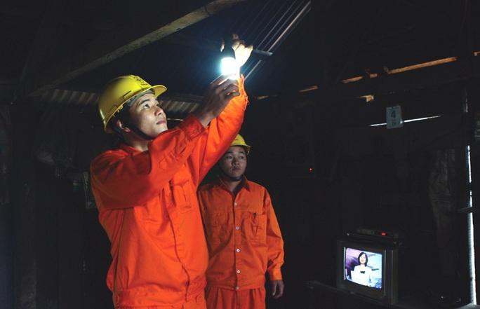 EVN đã giảm tiền điện cho 2,3 triệu khách hàng với gần 1.000 tỉ đồng - Ảnh 1.
