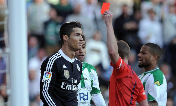 Ronaldo mua máy tính tặng đồng đội Juventus vì... nhận thẻ đỏ - Ảnh 6.