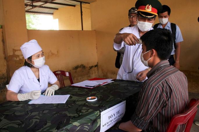 Quảng Trị: Cách ly 12 người từng đến Bệnh viện Bạch Mai - Ảnh 1.