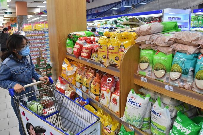 Chợ, siêu thị mở cửa bình thường từ 1-4, hàng hóa dự trữ tới 3-6 tháng - Ảnh 1.