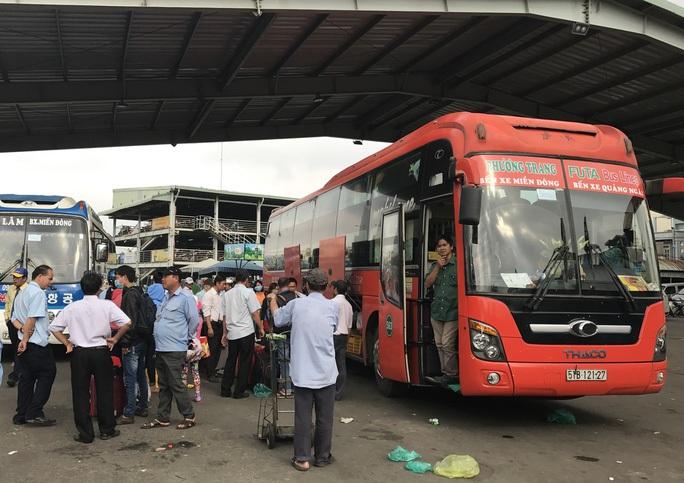 KHẨN: Dừng toàn bộ hoạt động xe khách liên tỉnh, taxi, xe buýt để chống dịch Covid-19 - Ảnh 1.