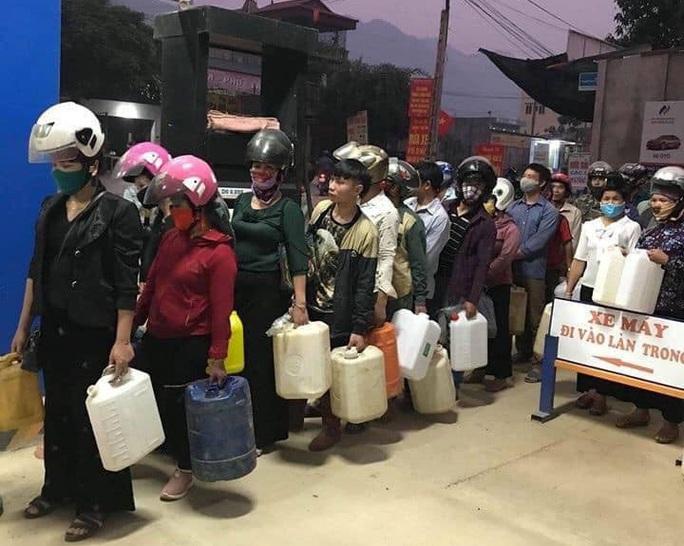 Bộ Công Thương khuyến cáo người dân không mua tích trữ xăng dầu - Ảnh 1.