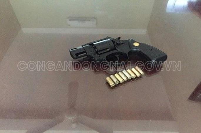 Nhờ đi dọn đồ đạc, mang theo súng bắn vào trán người khác - Ảnh 2.