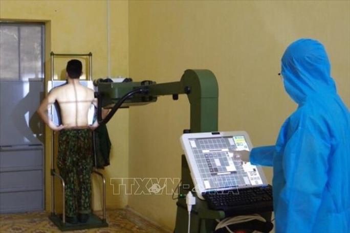 Cận cảnh quân đội diễn tập phòng, chống dịch Covid-19 tại Bộ Quốc phòng - Ảnh 7.