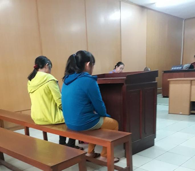 Bị cáo gửi con nhỏ ở văn phòng luật sư để ra tòa vì… dịch Covid-19 - Ảnh 1.