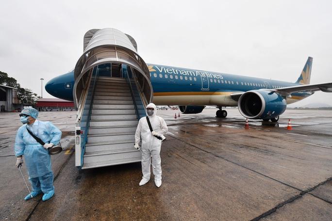 TP HCM: Cách ly hàng loạt khách và nhân viên hàng không vì hành khách Nhật mắc Covid-19 - Ảnh 1.