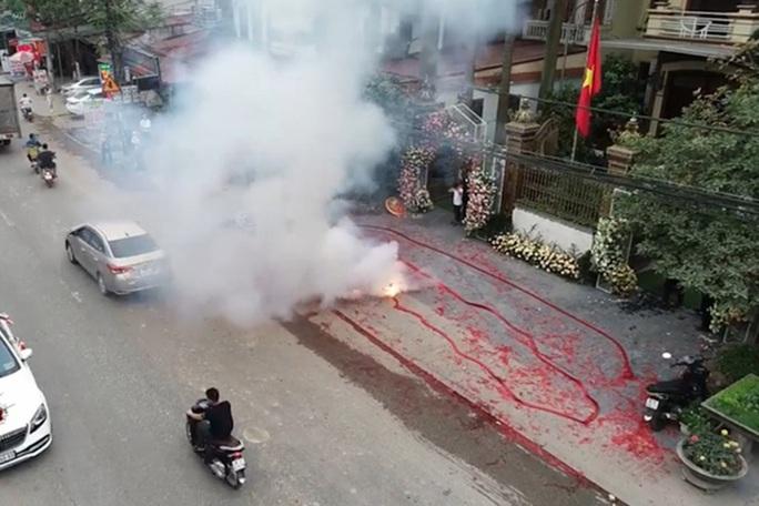 Khởi tố vụ đốt pháo ở Sóc Sơn - Ảnh 1.