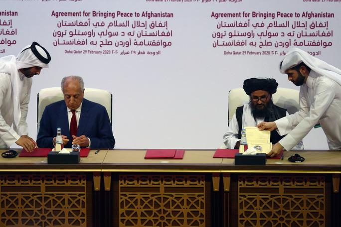 Ông Trump vừa khoe quan hệ tốt đẹp với Taliban, Afghanistan bị dội bom - Ảnh 1.