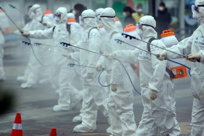 Covid-19: Iraq có ca tử vong đầu tiên, gần 95.000 ca nhiễm toàn cầu - Ảnh 1.