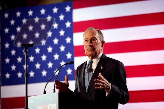 """Tỉ phú Bloomberg dừng chiến dịch tranh cử để đánh bại ông Donald Trump"""" - Ảnh 1."""