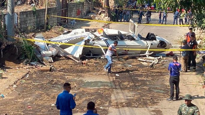 Máy bay chở cảnh sát trưởng Philippines rơi vì lao trúng dây điện - Ảnh 1.