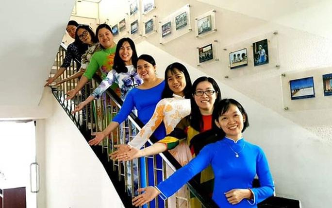 Vận động nữ CNVC-LĐ mặc áo dài - Ảnh 1.