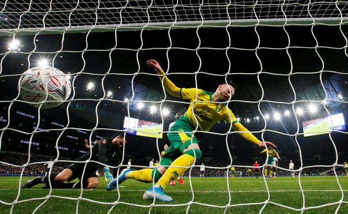 Người nhện thành tội đồ, Tottenham bị loại sốc ở FA Cup - Ảnh 5.