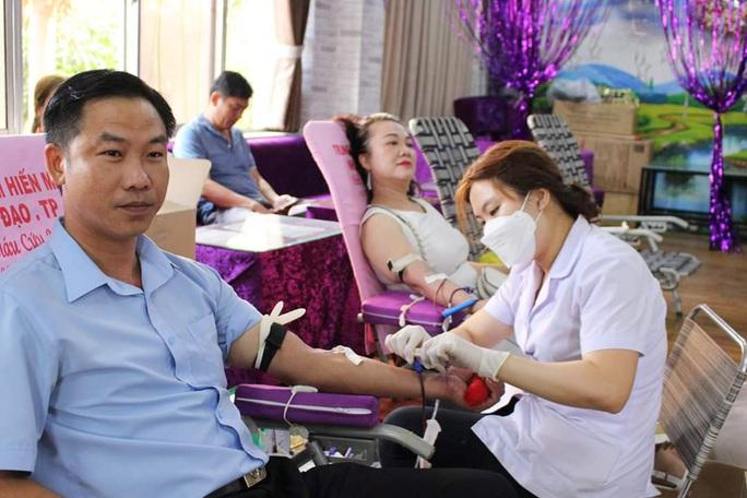 CNVC-LĐ tích cực hiến máu cứu người - Ảnh 1.