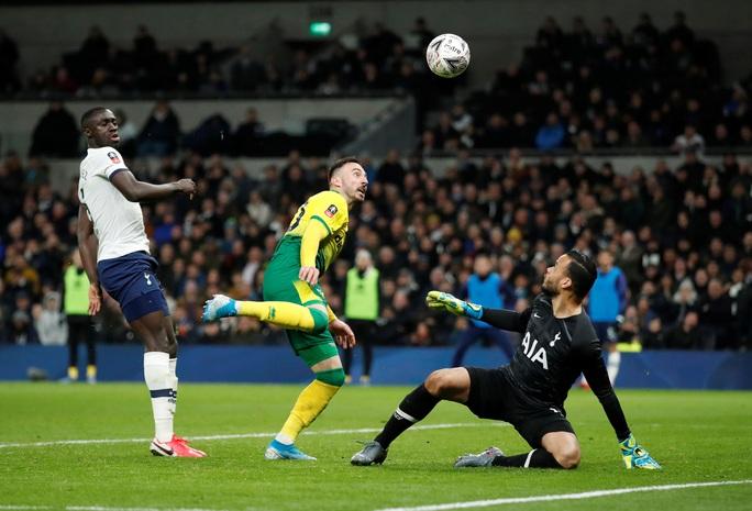 Người nhện thành tội đồ, Tottenham bị loại sốc ở FA Cup - Ảnh 4.
