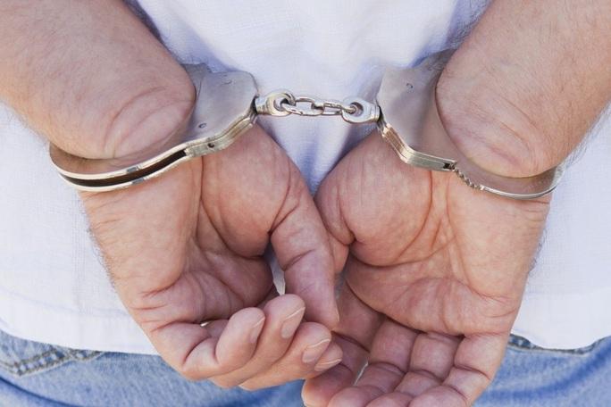 Bốn gã đàn ông âm mưu cưỡng hiếp vợ của nhau - Ảnh 1.