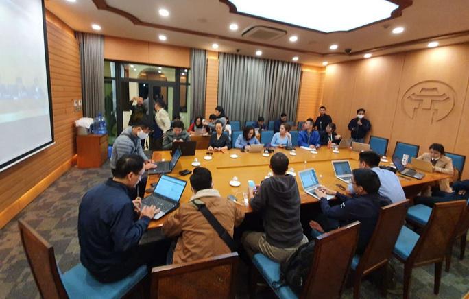 CLIP: Chủ tịch Hà Nội Nguyễn Đức Chung thông báo ca Covid-19 thứ 17 - Ảnh 2.