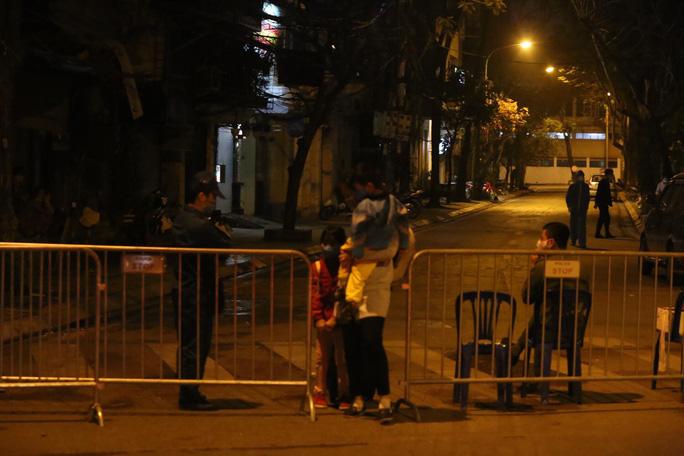 CLIP: Chủ tịch Hà Nội Nguyễn Đức Chung thông báo ca Covid-19 thứ 17 - Ảnh 7.
