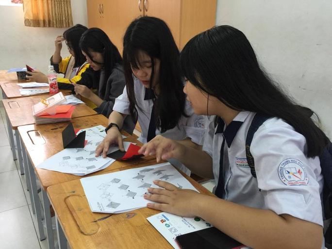 TP HCM: Học sinh lớp 12 đi học lại từ ngày 9-3 - Ảnh 1.