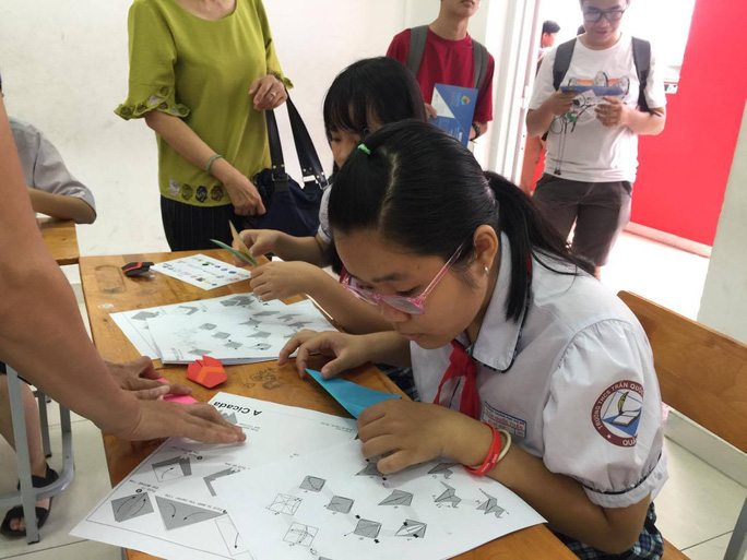 TP HCM chưa quyết thời gian cho học sinh đi học lại - Ảnh 1.