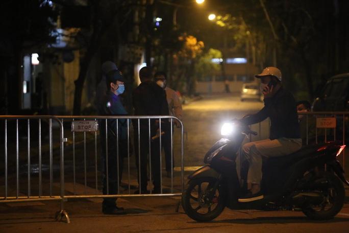 CLIP: Chủ tịch Hà Nội Nguyễn Đức Chung thông báo ca Covid-19 thứ 17 - Ảnh 10.