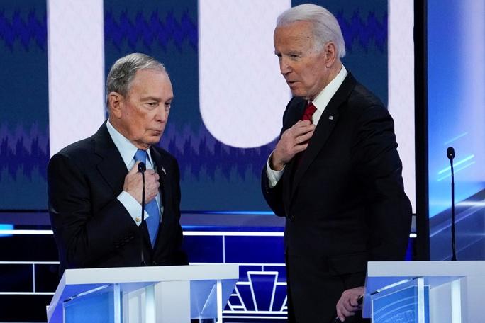 Tỉ phú Bloomberg ra sức giúp ông Joe Biden - Ảnh 1.