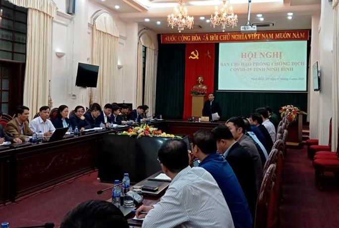 12 người bay cùng ca Covid-19 ở Hà Nội tới du lịch, Ninh Bình phong tỏa 2 khách sạn có hơn 200 người - Ảnh 1.