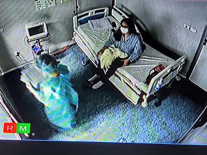 Bộ Y tế lên tiếng về bức ảnh nữ bệnh nhân nguy kịch được cho là cô gái nhiễm Covid-19 ở Hà Nội - Ảnh 3.