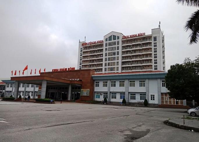 Ca nhiễm Covid-19 thứ 18 đang được theo dõi đặc biệt tại Bệnh viện Đa khoa Ninh Bình - Ảnh 1.