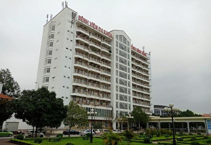 12 người bay cùng ca Covid-19 ở Hà Nội tới du lịch, Ninh Bình phong tỏa 2 khách sạn có hơn 200 người - Ảnh 2.