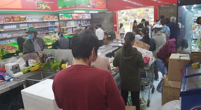 Bí thư Vương Đình Huệ: Hà Nội cung cấp đủ thực phẩm, người dân không nên mua tích trữ - Ảnh 1.