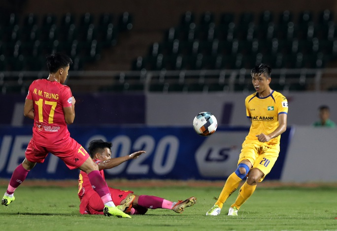 Thoát penalty, Hoàng Anh Gia Lai vẫn thất thủ trên sân Vinh - Ảnh 1.
