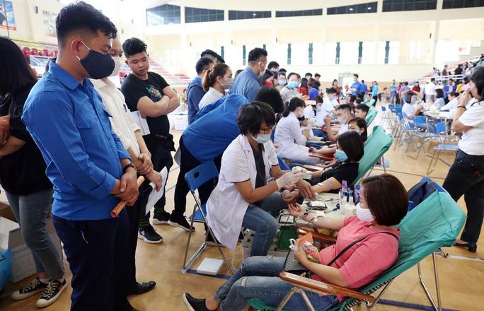 Hà Nội: Hơn 800 đoàn viên, CNVC-LĐ hiến máu tình nguyện - Ảnh 1.