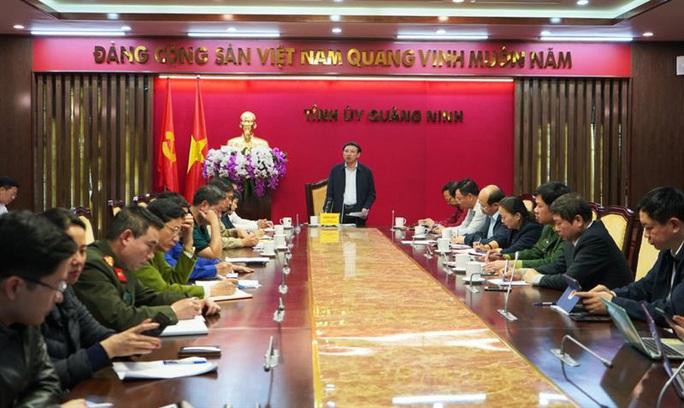 Quảng Ninh họp rạng sáng, cách ly 28 người liên quan ca mắc Covid-19 thứ 17 ở Hà Nội - Ảnh 1.
