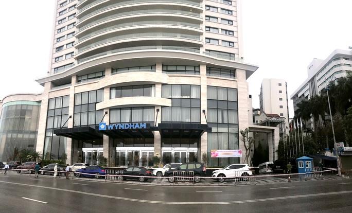 Khoanh vùng, phong tỏa toàn diện nhiều khu vực, khách sạn nguy cơ lây nhiễm cao tại TP Hạ Long - Ảnh 2.