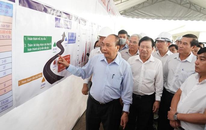 Thủ tướng kiểm tra tiến độ cao tốc Trung Lương – Mỹ Thuận - Ảnh 1.
