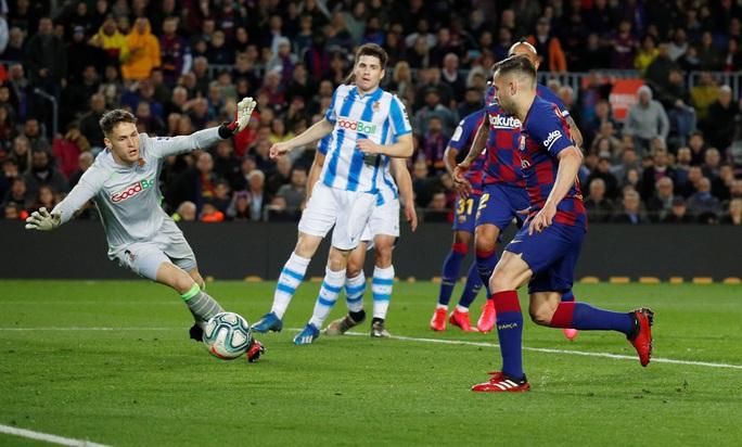 Hậu siêu kinh điển, Barcelona chật vật về đỉnh bảng La Liga - Ảnh 6.